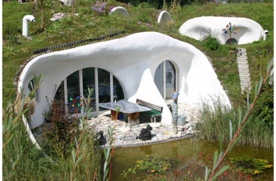 自然と共生できる建築「Earth House Estate Lättenstrasse」