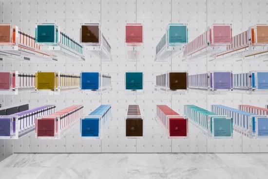 透明な引き出しがワクワク感を もたらすチョコレート店「BbyB」