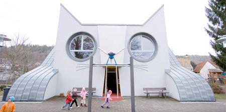 ネコの形をした建物の幼稚園