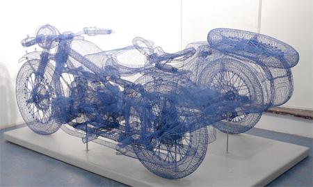 スチールワイヤで出来た3Dの彫刻