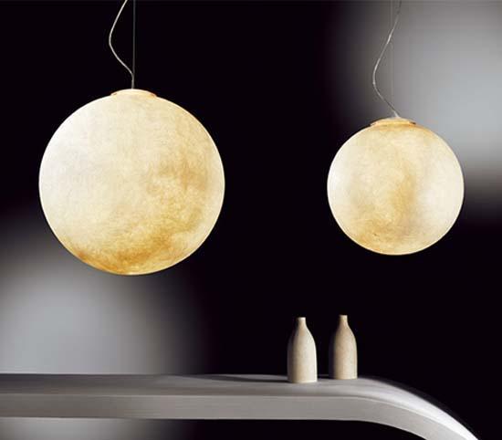 月の形をしたペンダントライト