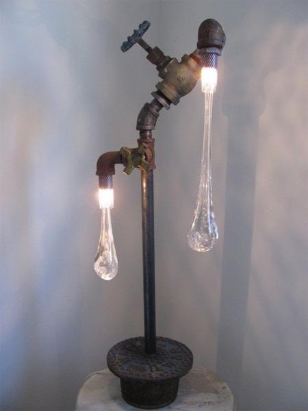 蛇口の先で凍った液体のようなライト