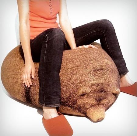 リアルな熊のクッション