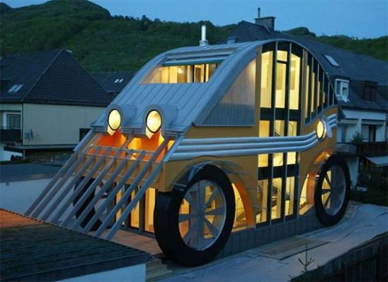 車の形をした家