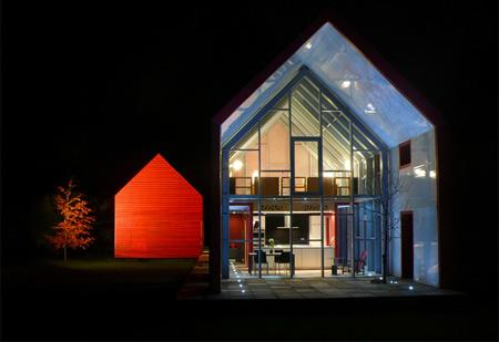 スライドして拡張する家