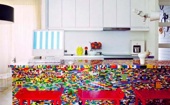 古いキッチンをレゴでリサイクルした作品