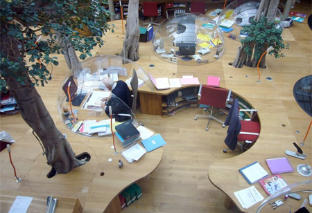 パリにあるモダンなオフィス