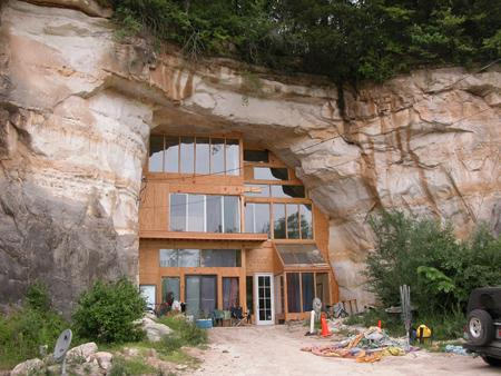 お洒落な洞窟のお家