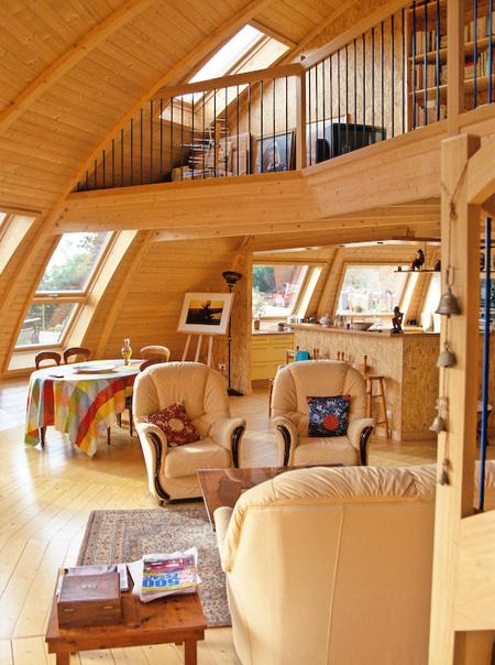 回転するドーム型の家