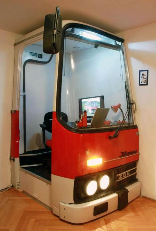 廃バスを再利用したオフィス