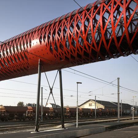 変わった形の歩道橋