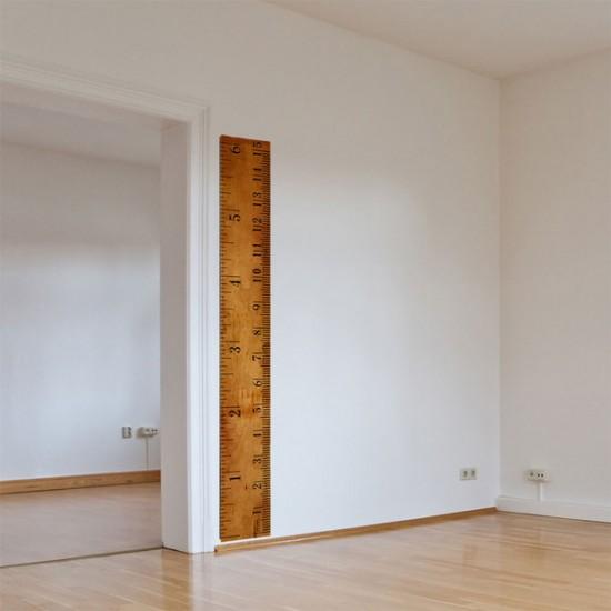 小さなお子様がいる方必見!壁に傷をつけなくても子供の身長を測ることが出来るステッカー「Giant Ruler Wall Decal」