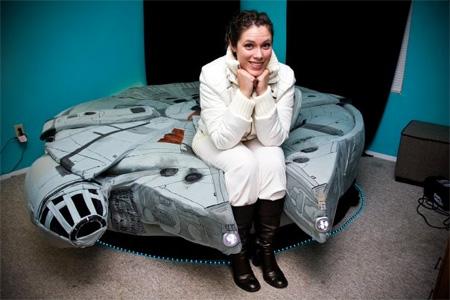 スターウォーズのミレミアムファルコンのデザインをしたベッド