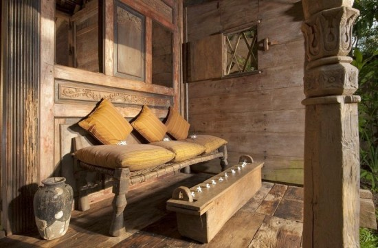 池の上に建てられた、バリ島にある水上バンガロー「 Bambu Inda Hotel」