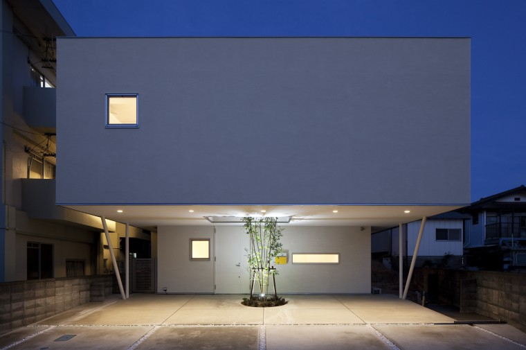 Mushroom House 5mのオーバーハング建築家:小島広行