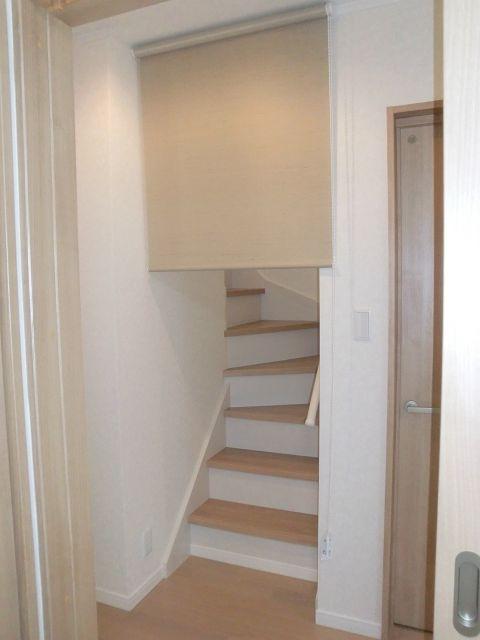 リビング階段のロールカーテン