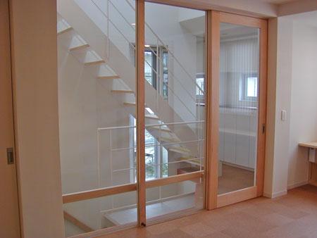 リビング階段の引き戸