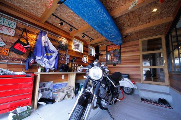 ビルトインガレージのバイク