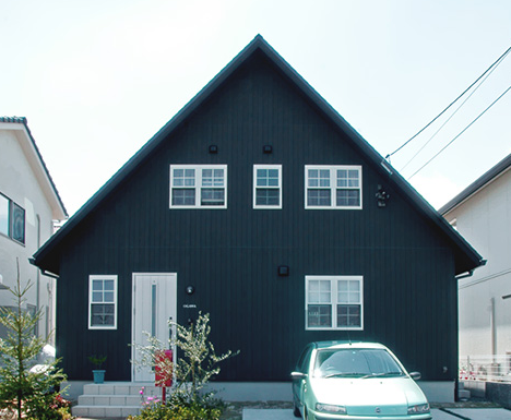 総2階建ての家 黒い家