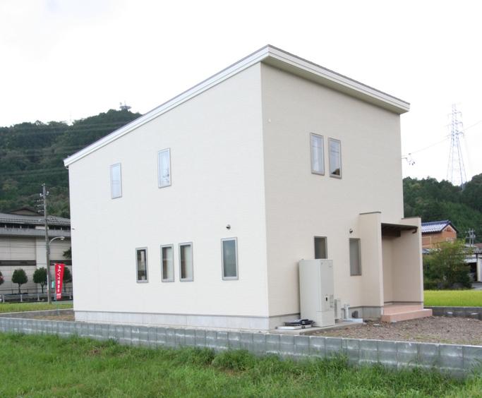 総2階建ての家 方流れ屋根