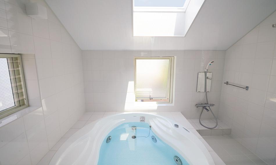 トップライトを設けた浴室